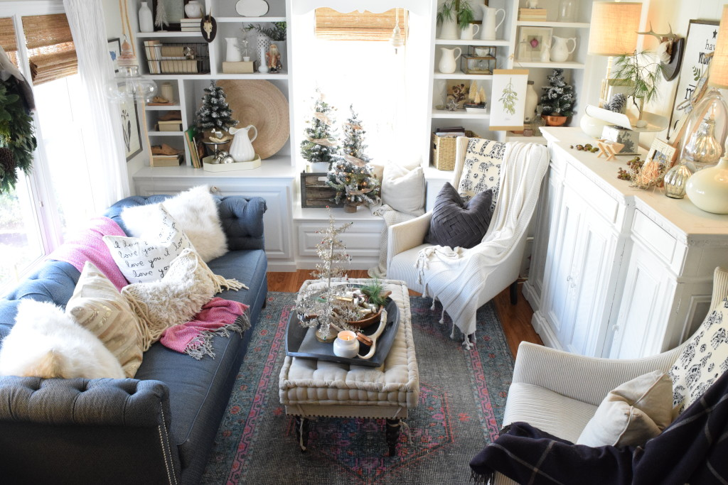 Home Tours Prepossessing Christmas Home Decor Ideas In A Cozy Cape Cod Style Home. Design Ideas