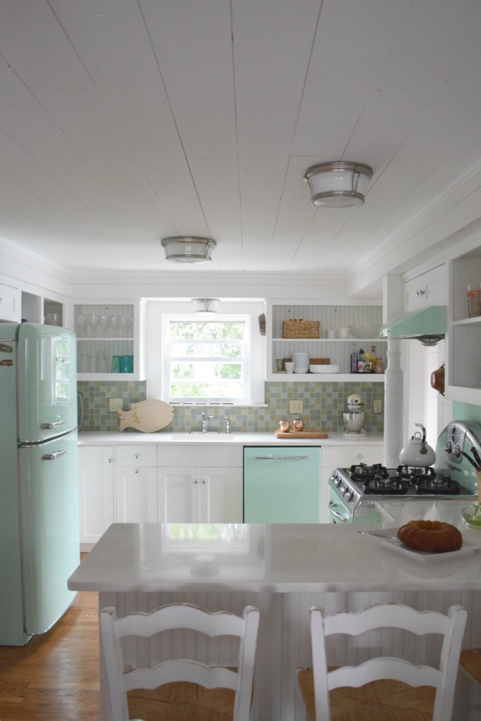 Beach house tour and retro kitchen nesting with grace for Beach house kitchen ideas