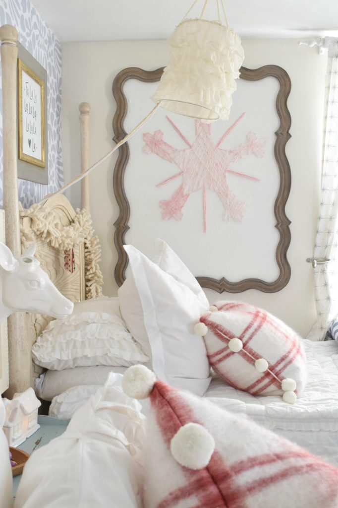 christmas-decor-girls-bedroom-ideas-24