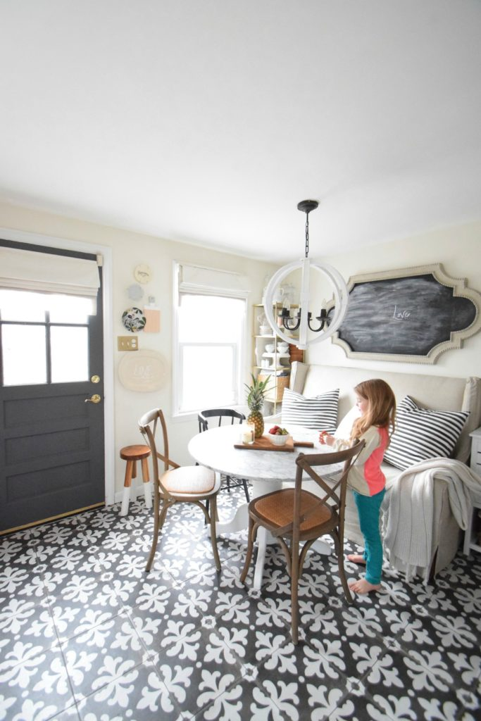 Banquette Seating- Ideas & maximum seating small kitchen