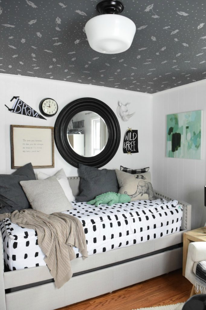 Nursery- Top Tips for setting up a nursery for a baby boy or girl.
