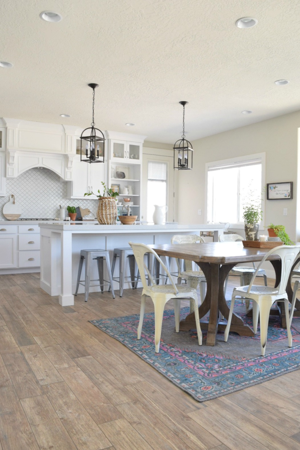 Decorating Small Open Floor Plan Living Room And Kitchen: Take Home Designer Series- White Kitchen And Great Room