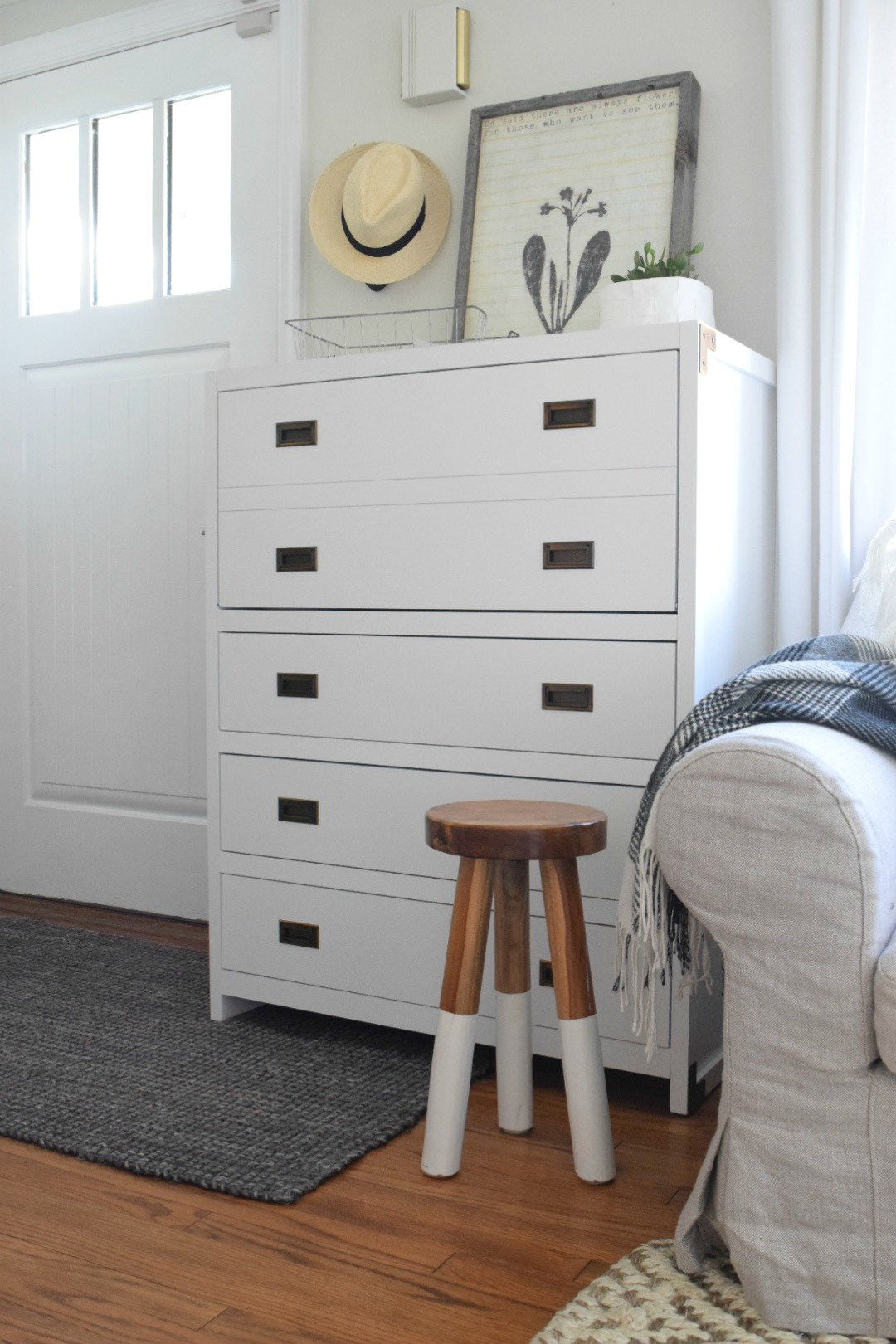 Desk For Small Space: Maximize A Small Space With A Secretary Desk