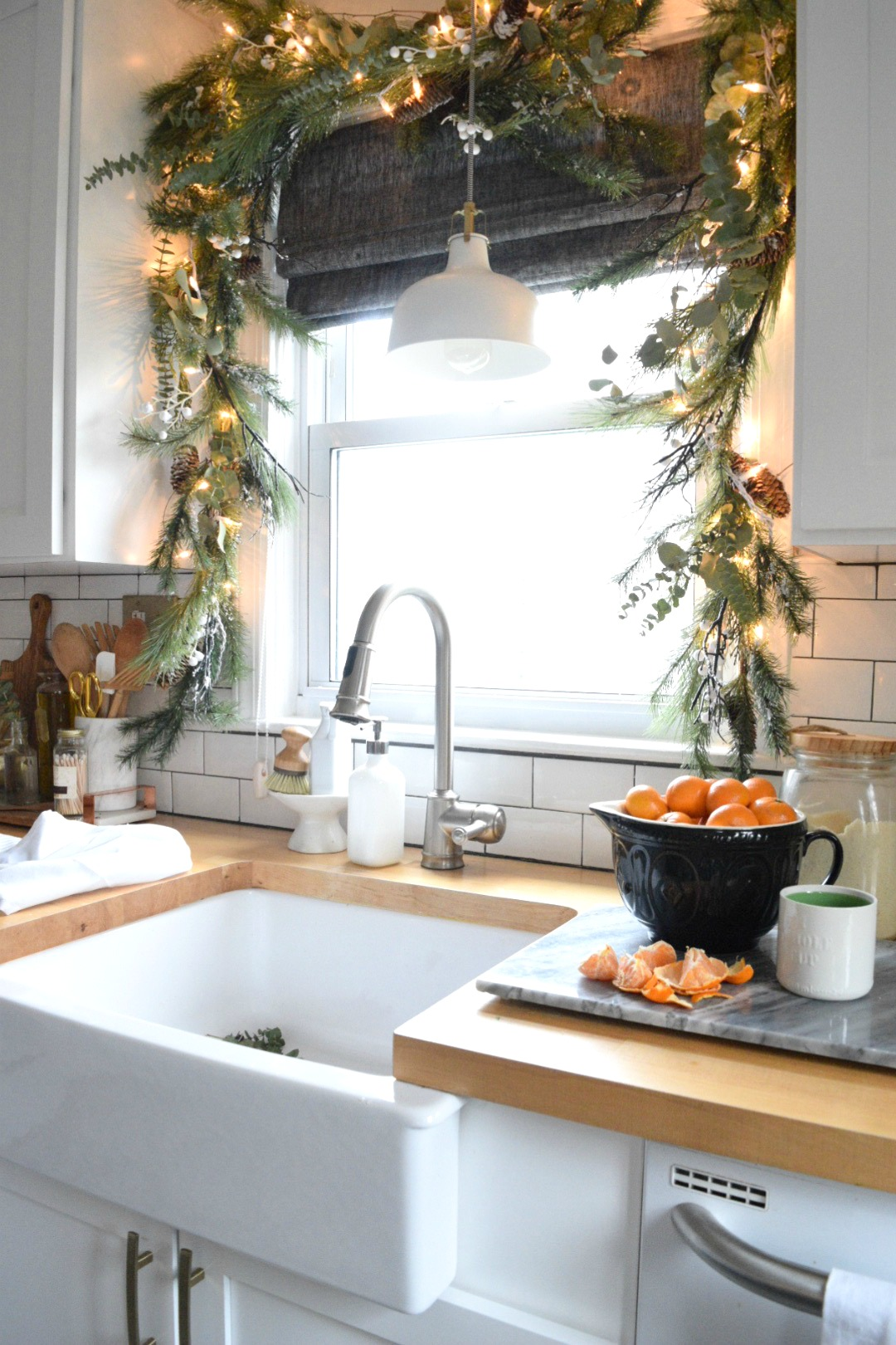 Decorating A Small Living Dining Room: Christmas In Our Small Kitchen- Started With Christmas