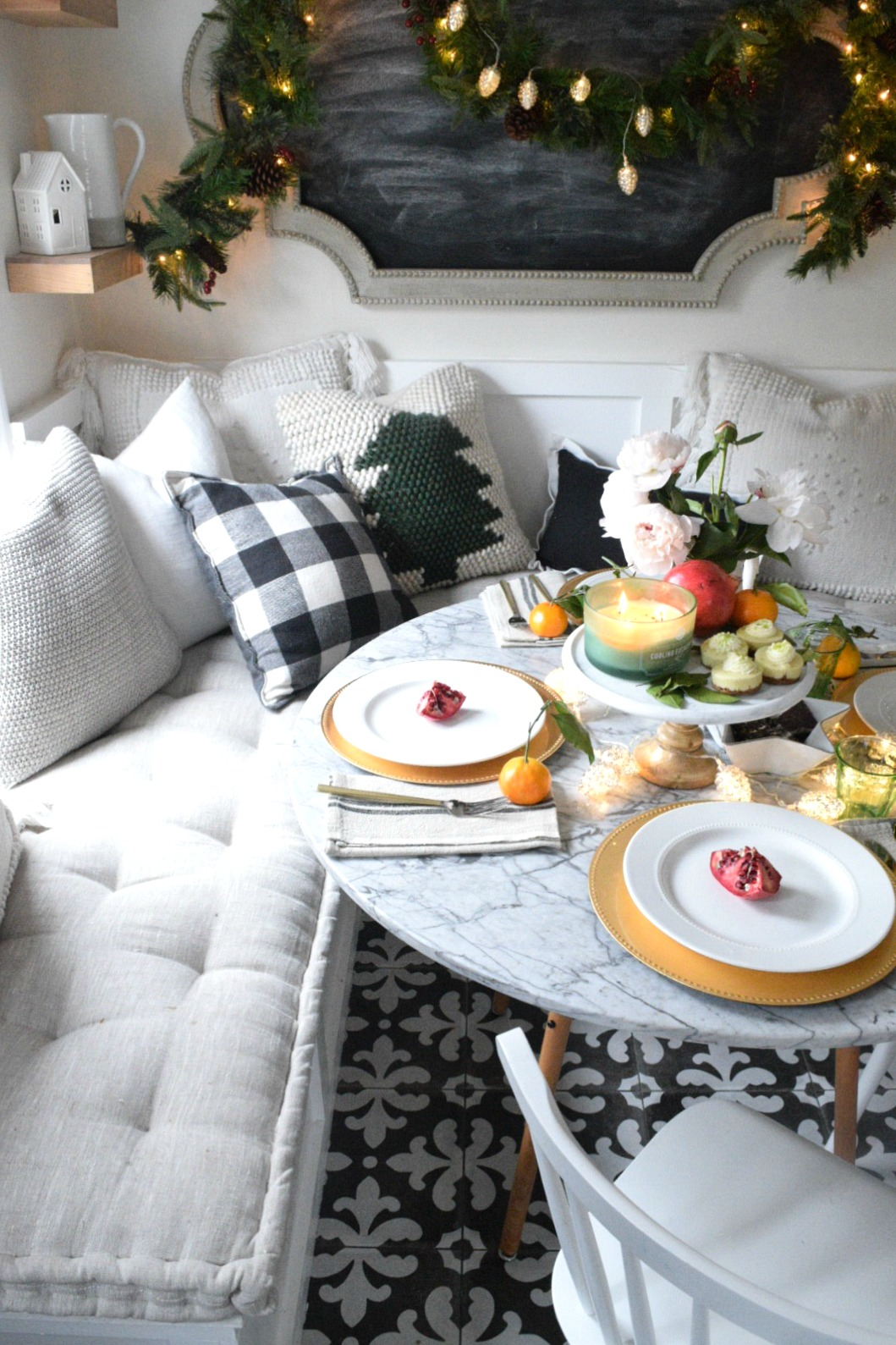 christmas entertaining ideas and casual table setting. Black Bedroom Furniture Sets. Home Design Ideas