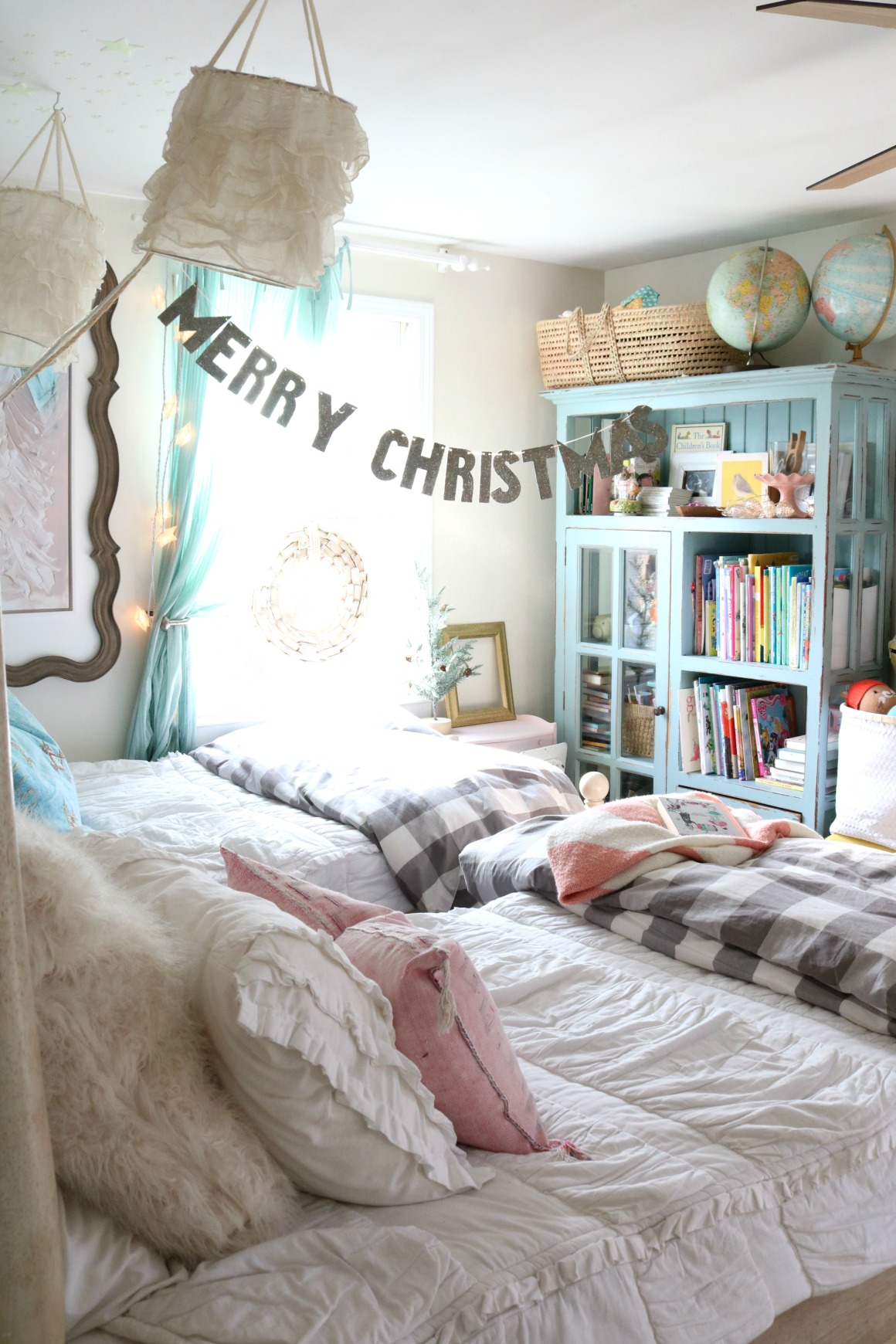Christmas Decor in a Small Cape- Girls Shared Bedroom 0367