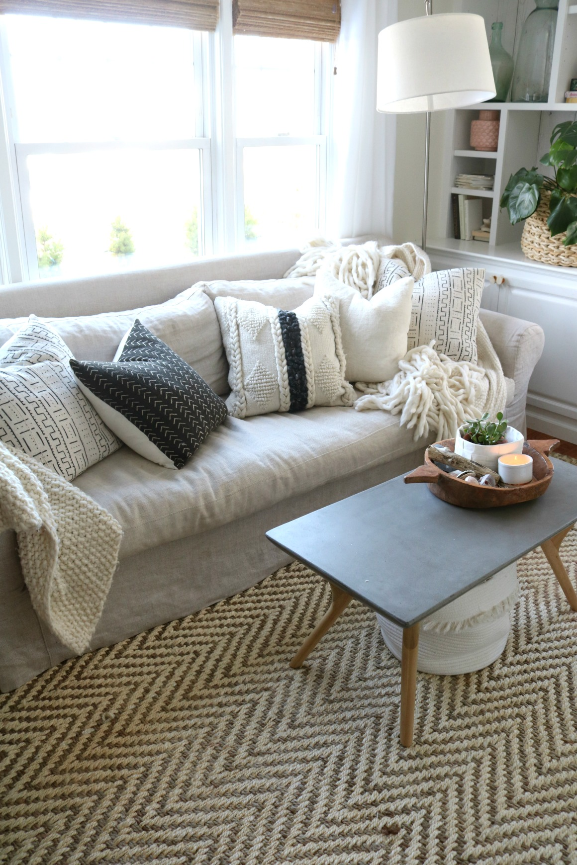 How To Mix Color And Patterns With Pillows The Pillow