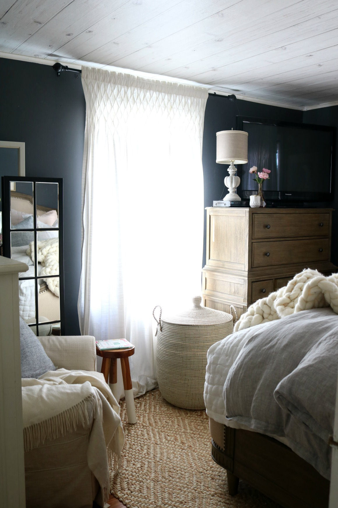 Master Bedroom Bedding- How to Make your Bedding Fluffy!