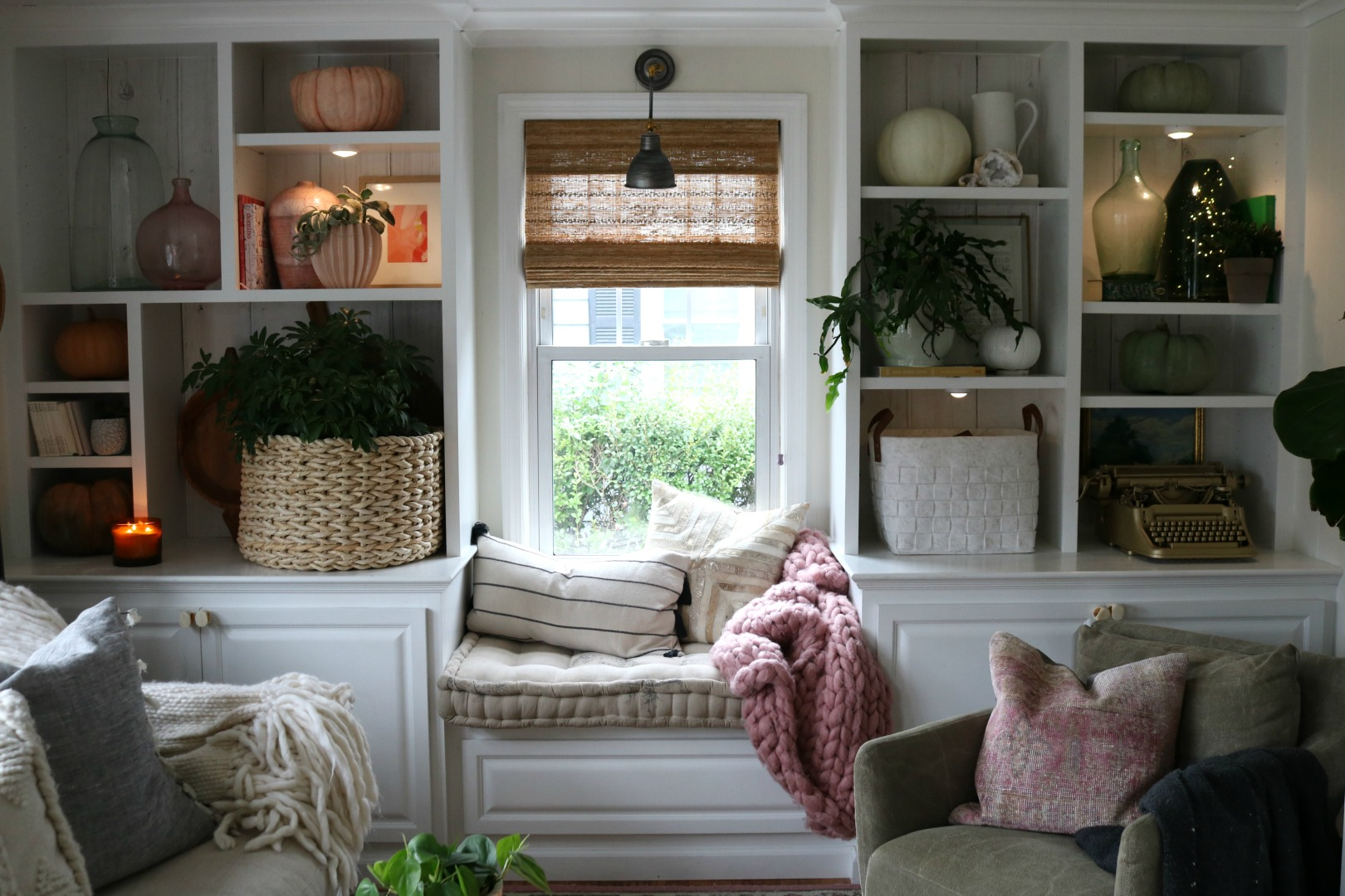 Fall Bookcase Styling- Color Blocking