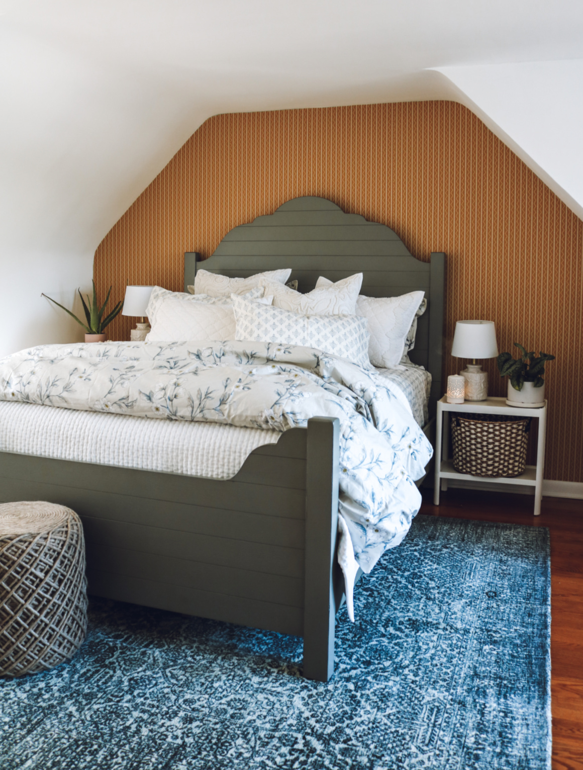 7 Things Every Guest Room Needs